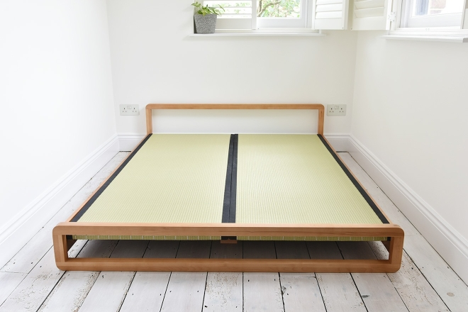 Loop bed with tatami mat