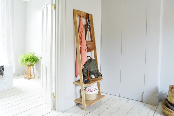 Leaning clothe organiser with leaning mirror